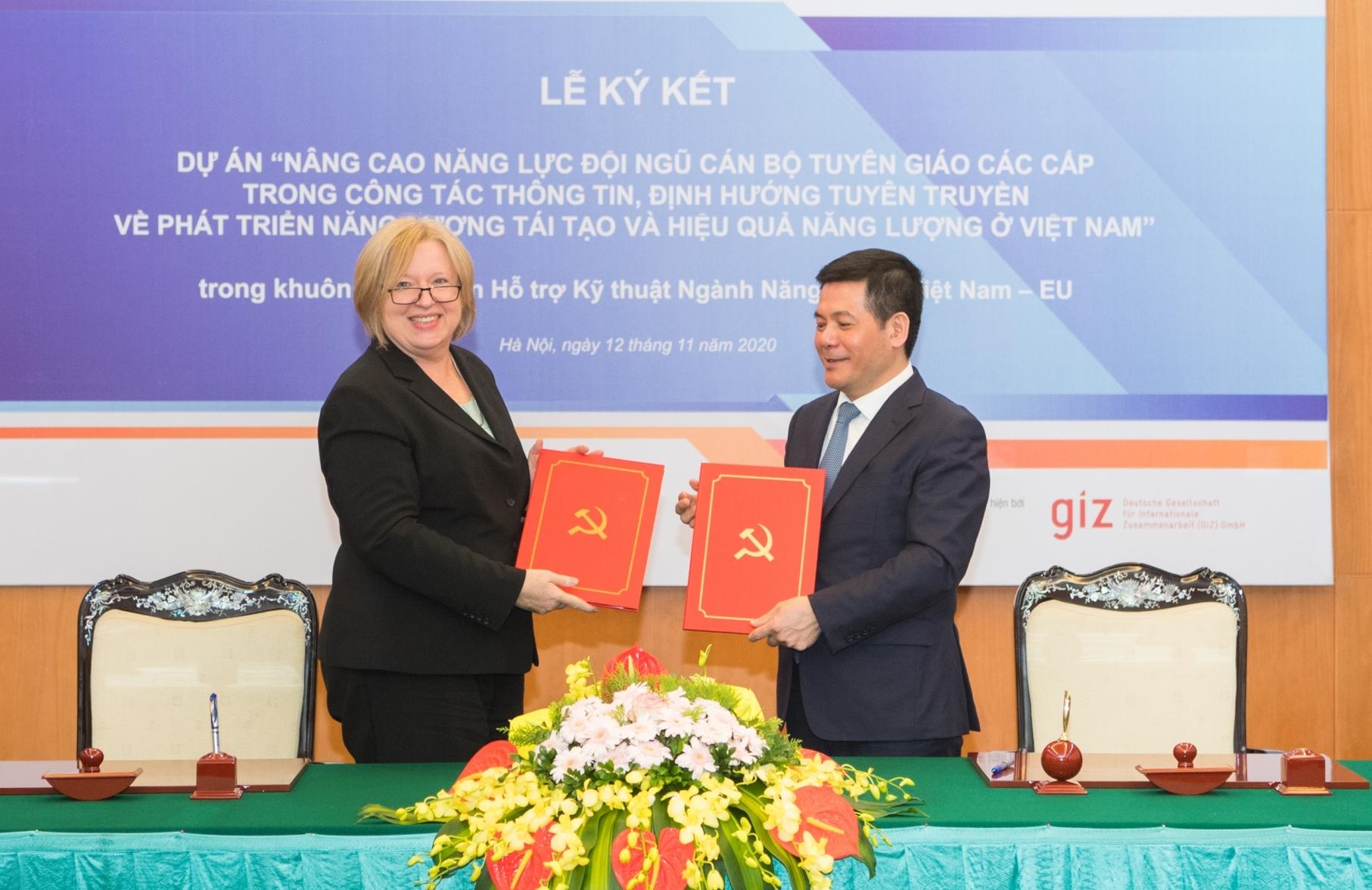 Nâng cao năng lực tuyên truyền về năng lượng tái tạo tại Việt Nam