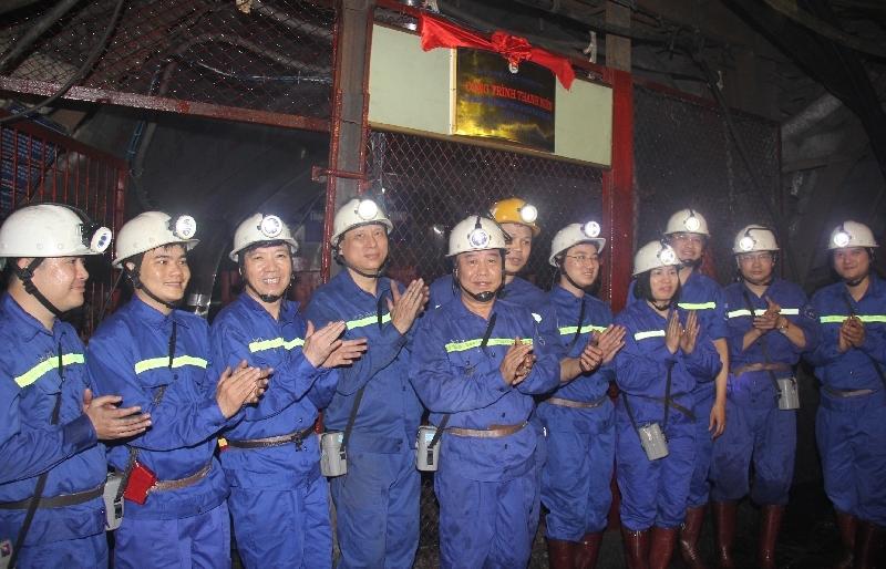 Than Thống Nhất gắn biển công trình kỷ niệm 20 năm ngày thành lập Đoàn Than Quảng Ninh