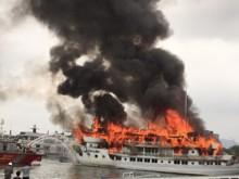 Cháy tàu du lịch hạng sang tại cảng Tuần Châu