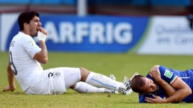 "Luis Suarez sẽ bị ""treo giò"" sau vụ cắn Chiellini?"