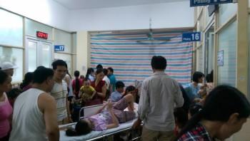 Rơi vữa trần tại viện Nhi TƯ, một người bị thương