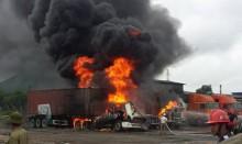 Hải Phòng: 'Bà hỏa' hỏi thăm 3 xe container