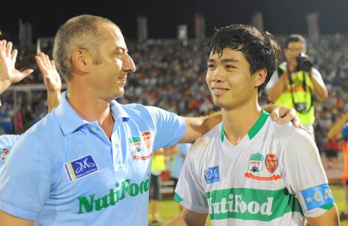 HLV Nguyễn Quốc Tuấn khiêm tốn sau thành tích vô địch của U21 HAGL