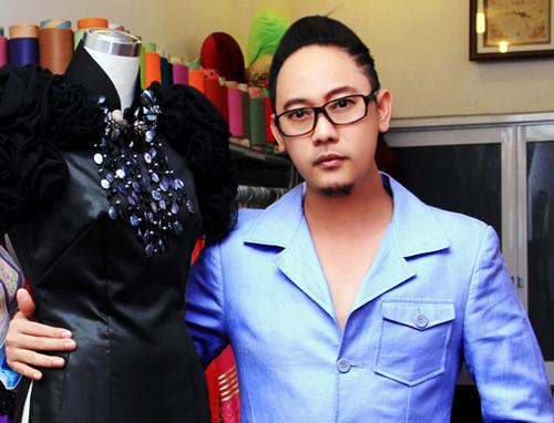 Nhà thiết kế Võ Việt Chung: Từ áo dài đến… hoa hậu