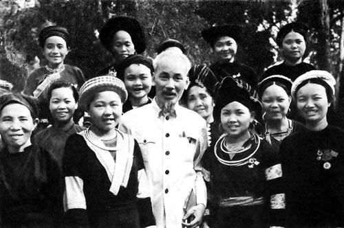 Bác Hồ với đồng bào dân tộc thiểu số