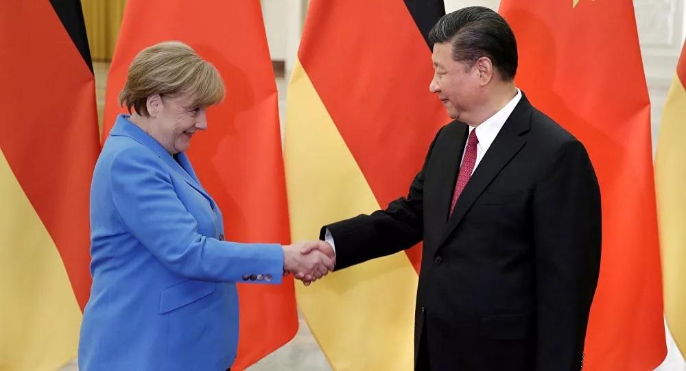 """Merkel """"chơi sau lưng"""" Trump: Làm bạn với Trung Quốc trước khi kết thúc nhiệm kỳ"""