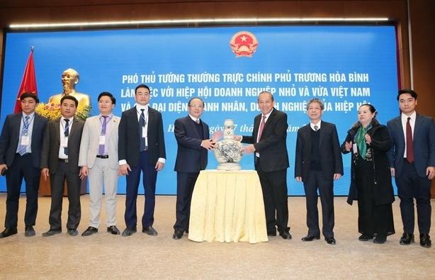 Phó Thủ tướng Thường trực Trương Hòa Bình làm việc với Hiệp hội doanh nghiệp nhỏ và vừa