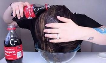 Gội đầu bằng Coca Cola: Hiệu quả bất ngờ!