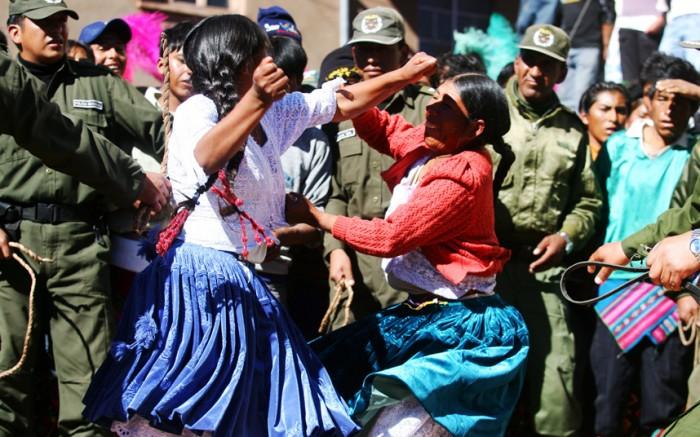 Kỳ lạ lễ hội 'choảng nhau' ở Bolivia