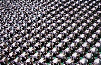 Những hình ảnh đông đúc khủng khiếp ở Trung Quốc