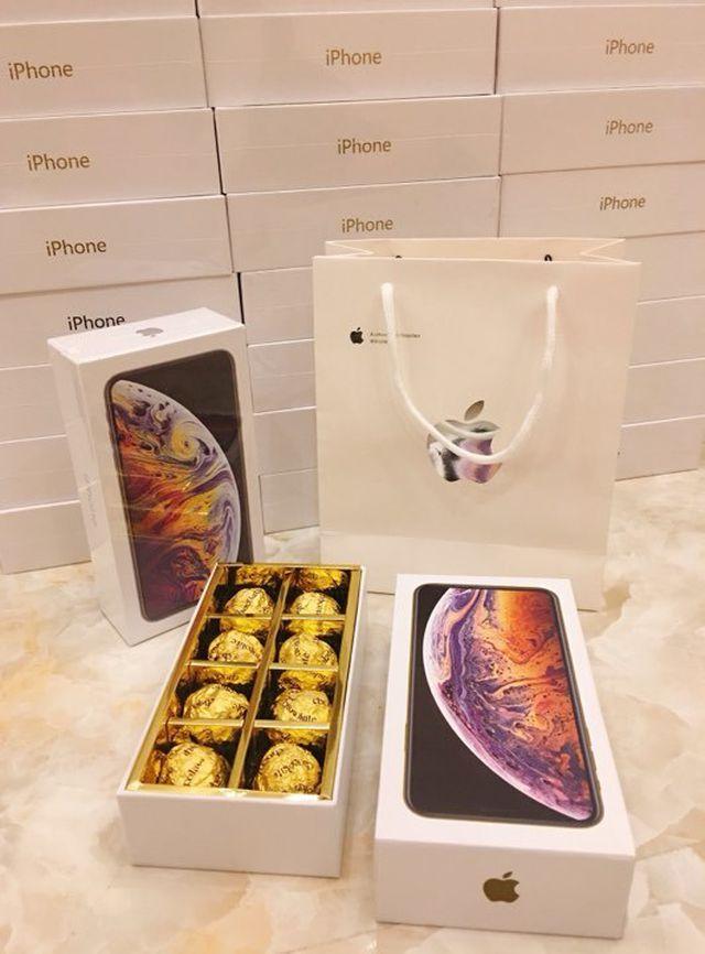 thanh nien choi lon mua 99 hop socola iphone xs max tang ban gai ngay 83
