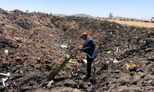 nhan chung may bay ethiopia no cuc manh khi dam xuong dat