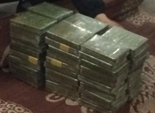 Bắt 3 kẻ vận chuyển 60 bánh heroin từ Lào về Việt Nam
