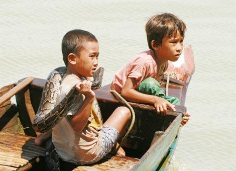 """Những """"chiến binh"""" đạp sóng trên Biển Hồ…"""