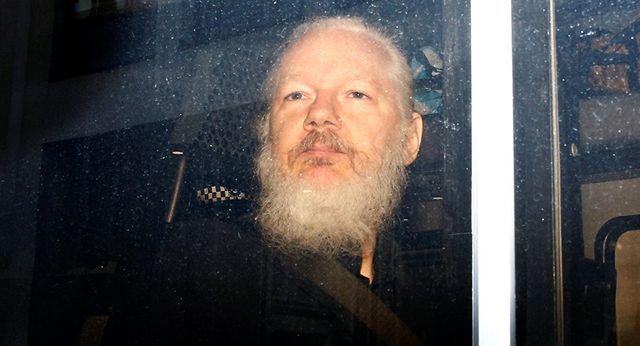 phan ung cua the gioi ve vu bat giu ong chu wikileaks