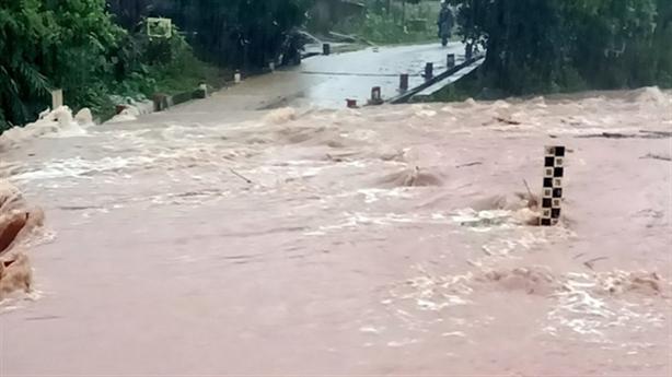 Bộ Giao thông vận tải tăng cường tập trung khắc phục hậu quả và ứng phó với cơn mưa lũ