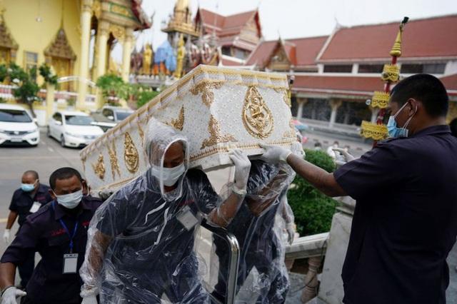 """Campuchia trải qua """"ngày đen tối nhất"""", Thái Lan căng mình chống Covid-19"""