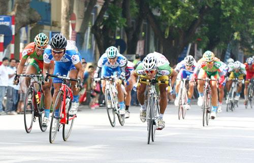 """Khai mạc cuộc đua xe đạp toàn quốc mở rộng """"Về Điện Biên Phủ 2014"""""""