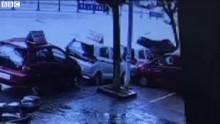4 chiếc ô tô bị 'hố tử thần' nuốt trọn trong chớp mắt