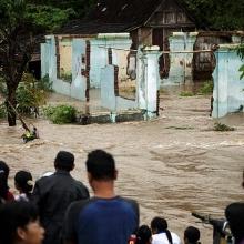 indonesia lu quet va tai nan xe buyt khien nhieu nguoi thiet mang