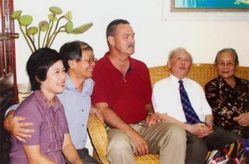 Nhà báo Dương Đức Quảng: Gối chỉ quỳ một lần, duy nhất…