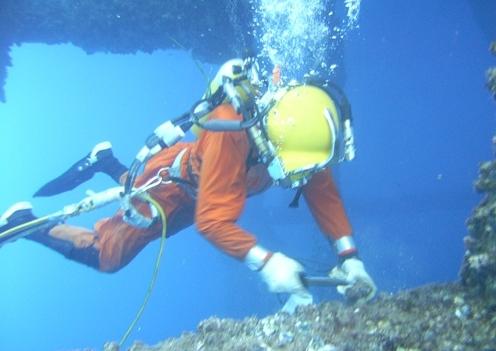 Tôi đi viết về nghề lặn…