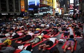 [Chùm ảnh] Hàng triệu người tham gia biểu diễn mừng Ngày Quốc tế Yoga đầu tiên