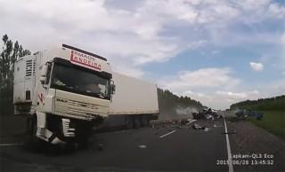 [VIDEO] Ôtô con vượt ẩu gây tai nạn liên hoàn kinh dị