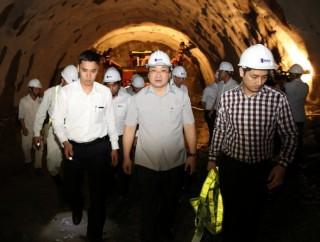 Phó Thủ tướng Hoàng Trung Hải thị sát công trình hầm Đèo Cả