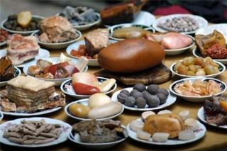 Bàn tiệc với 108 món ăn từ… đá quý