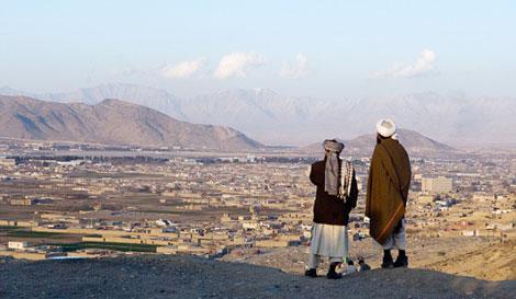 nhieu canh sat afghanistan dinh bay trai dep cua taliban
