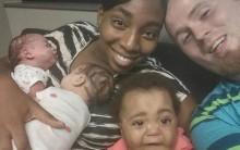 Bà mẹ 20 tuổi sinh 3 cặp song sinh trong hai năm