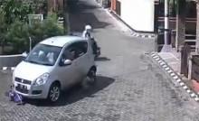 Bé gái bị ôtô chèn qua người thoát chết thần kỳ