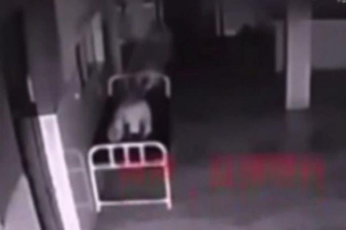 [VIDEO] Rùng rợn hồn lìa khỏi xác trong bệnh viện