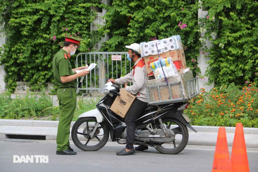 Nhìn lại hơn 20 ngày Hà Nội đối đầu với sóng dịch Delta - 11