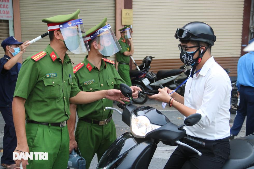 Nhìn lại hơn 20 ngày Hà Nội đối đầu với sóng dịch Delta - 12
