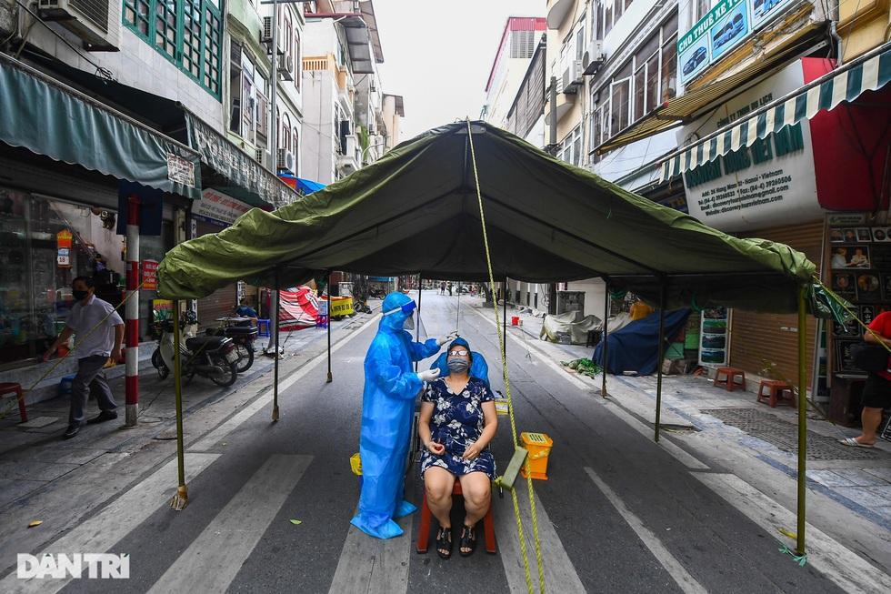 Nhìn lại hơn 20 ngày Hà Nội đối đầu với sóng dịch Delta - 3