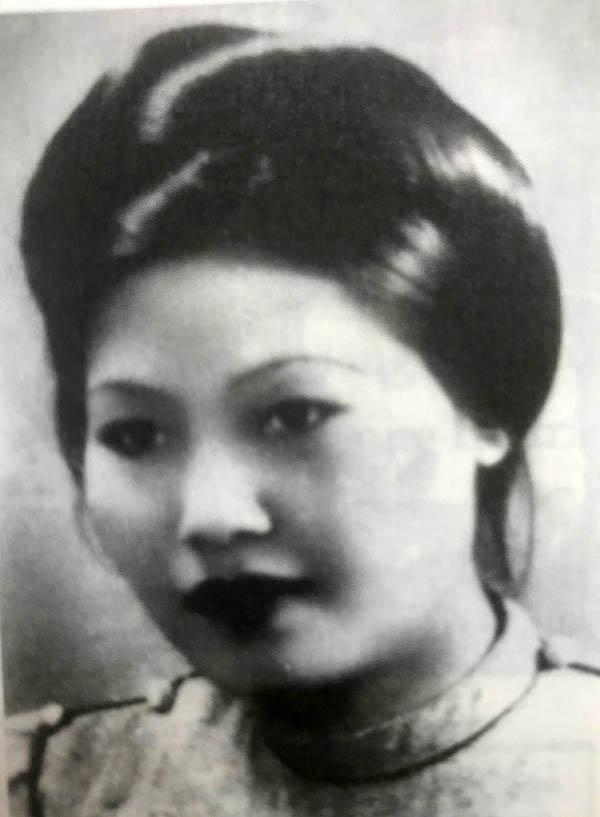 Từ người mẫu đến người vợ của họa sĩ Nguyễn Cát Tường