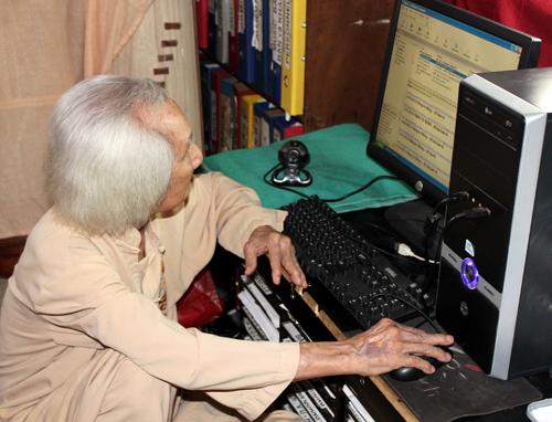 Nhạc sư Vĩnh Bảo: 96 tuổi vẫn dạy nhạc qua Internet