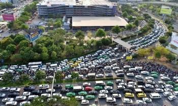 Phó Thủ tướng Trịnh Đình Dũng chỉ đạo khắc phục quá tải tại sân bay Tân Sơn Nhất