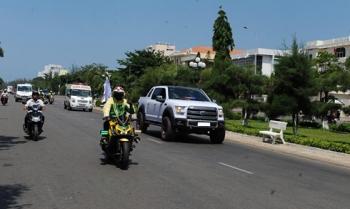 Gắn đèn còi ưu tiên cho xe, nhiều tài xế Việt bất chấp luật giao thông