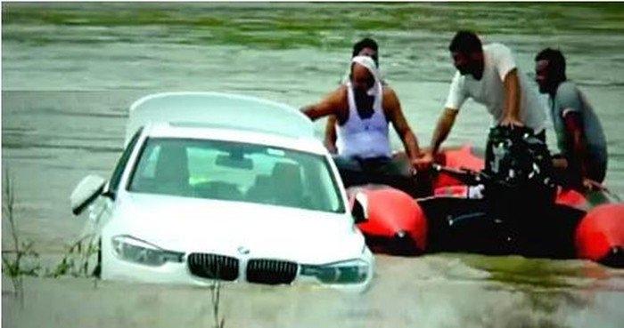 Vứt ô tô BMW mới cứng bố mẹ tặng xuống sông