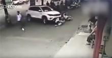Tài xế gây tai nạn liên hoàn vì đi… dép lê