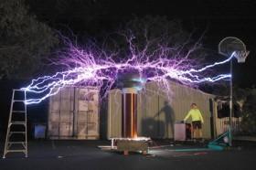 Lấy điện… từ không khí?