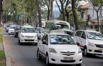 uber rut lui kien grab ra toa ong trum taxi truyen thong dang hoi sinh