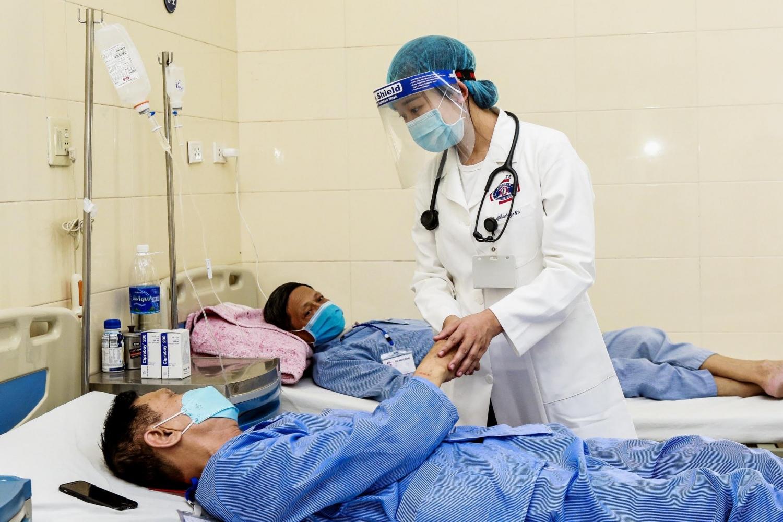 Tháo gỡ khó khăn, giảm gánh nặng chi phí dịch vụ y tế cho người bệnh mãn tính trong điều kiện phòng chống dịch COVID-19