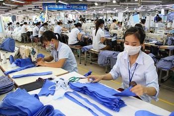 Tin tức kinh tế ngày 15/10: Nhiều công ty dệt may kín đơn hàng