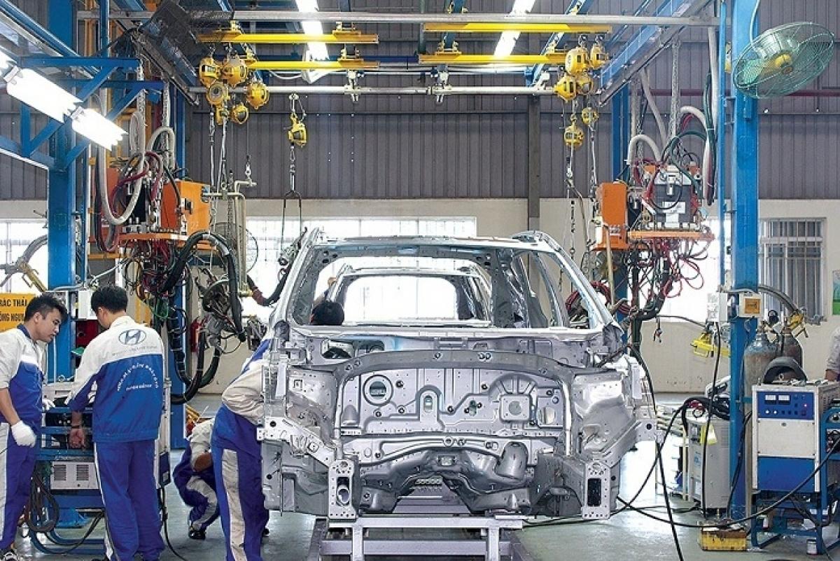 Tin tức kinh tế ngày 27/10: Bộ Tài chính đề xuất giảm 50% lệ phí trước bạ với ô tô từ 15/11