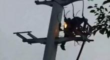 Trèo lên cột điện ngồi sau khi cãi nhau với bạn gái