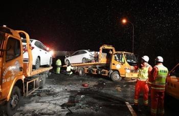 Xe tải đâm liên hoàn ở trạm thu phí Trung Quốc, 15 người chết